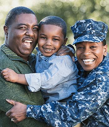 military-family-hugging